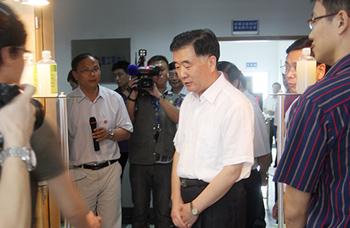 时任广东省委书记现国务院副总理汪洋同志视察